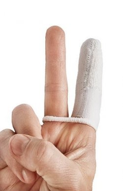 ProDen-Liquid-Toothpaste-Finger